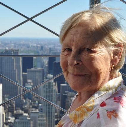 Joan Lorraine Bogle .